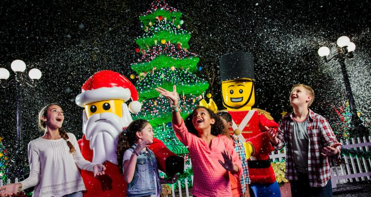 Christmas Event In Florida.Legoland Florida Bringing Back Christmas Bricktacular